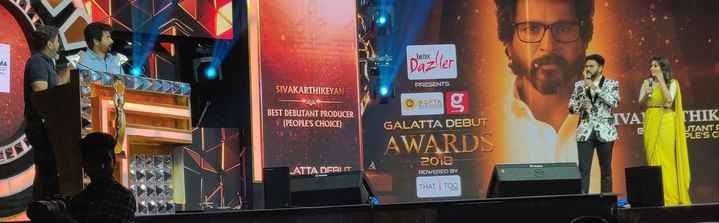 😊 - SE pozler PRESENTS SIVAKARTHIKEYAN BEST DEBUTANT PRODUCER ( PEOPLE ' S CHOICE ) THIK VA STANTE GALATTA DEBUT AWARDS 2012 - ATTA DERI IT POWERED BY THAT I TOO - ShareChat