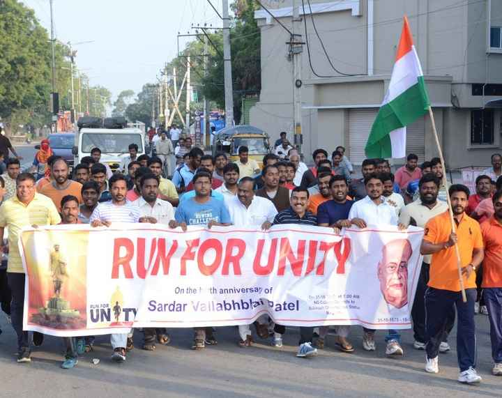 ఐక్యతా పరుగు ప్రారంభం - ROWING CHALLEGE RUN FOR UNITY On 31 . 10 7 . 00 AM On the th anniversary of Sardar Vallabhblai batel Naeside to State RUN FOR UN al OLC 1 ONIIN Subhash NET - ShareChat